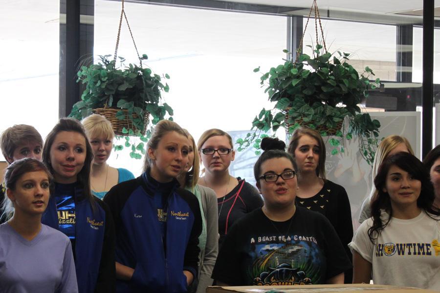 Bel+Azul+choir+carols+around+school