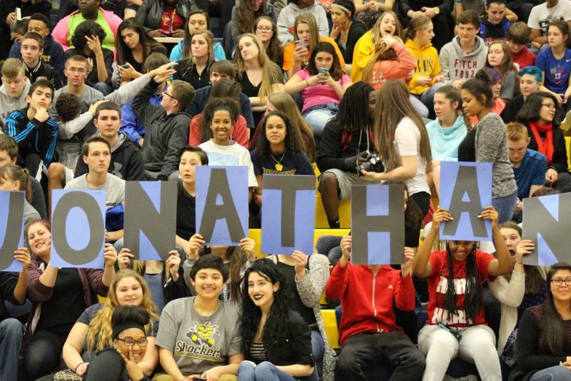 Students cheer on Jonathan