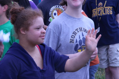Kadie Oliver waves goodbye to Wallentine's 6th hour class.